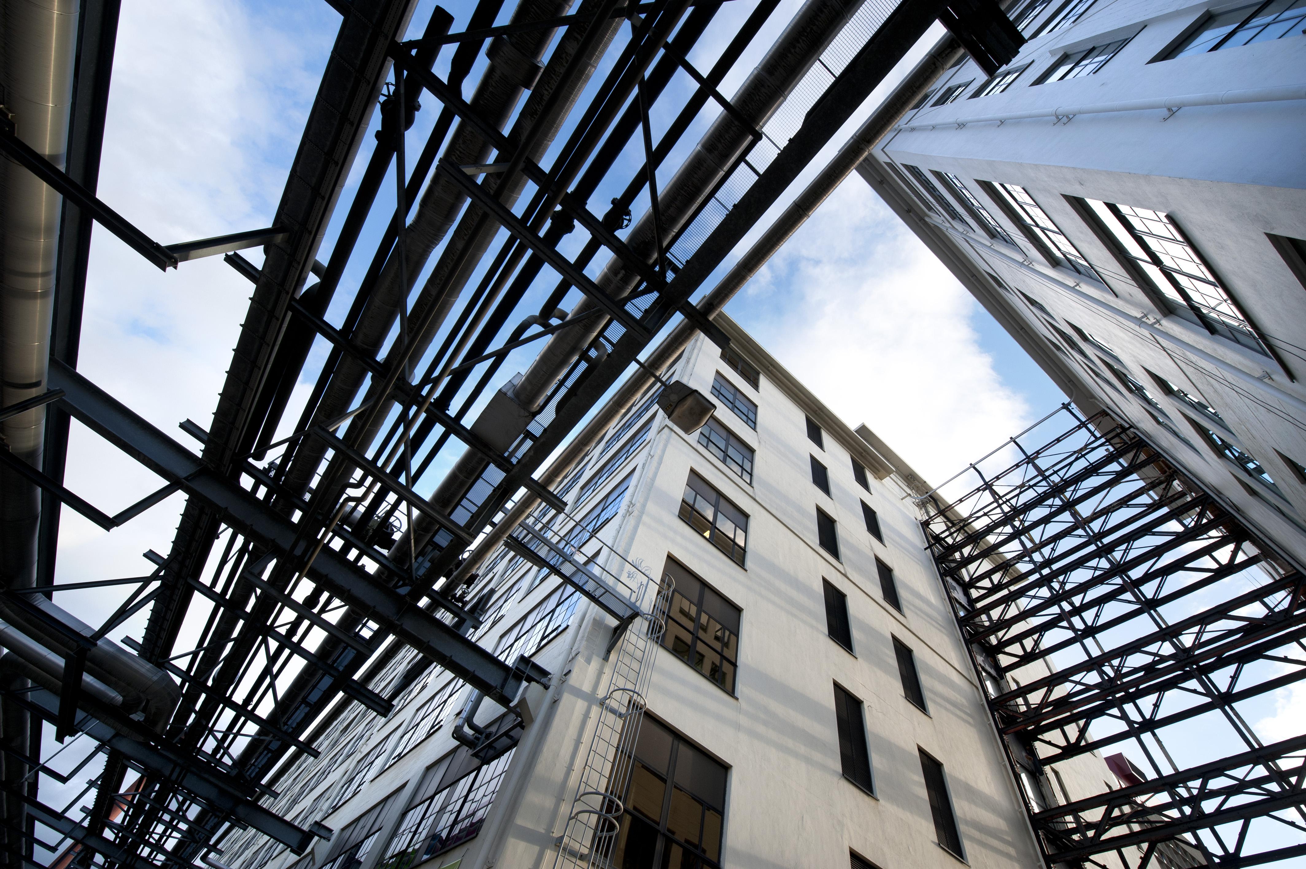 Foto von Industriegebäuden von unten